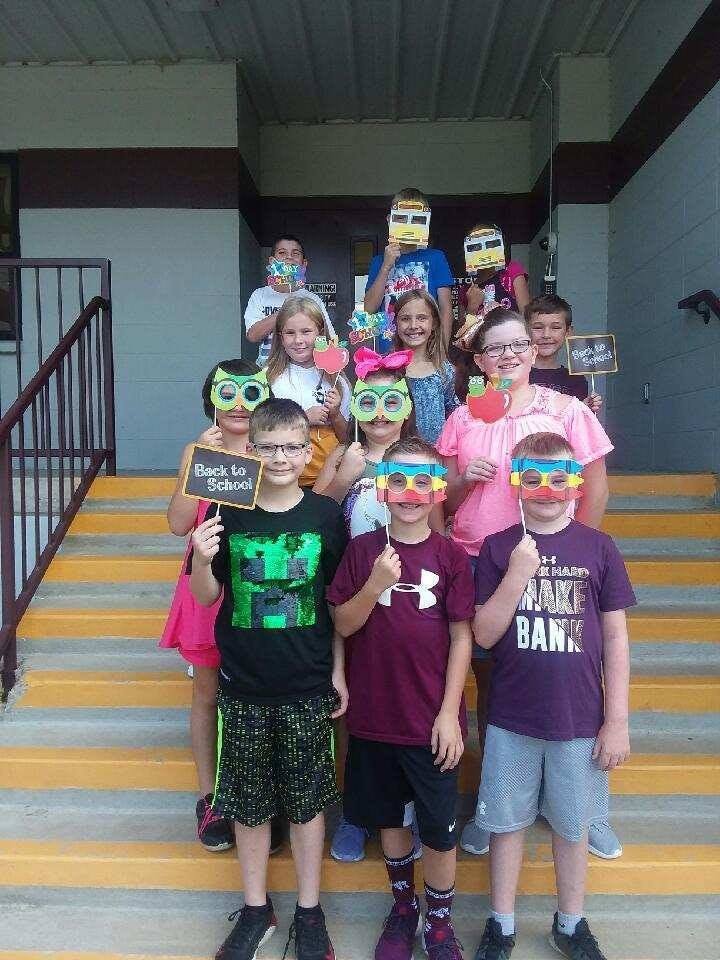 Mrs. Hoelscher's 4th Graders' back to school picture